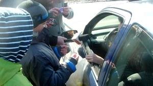 Młodzież razem z policjantami działała na drodze