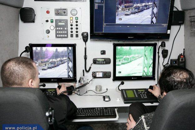 Mobilne Centrum Monitoringu /Policja