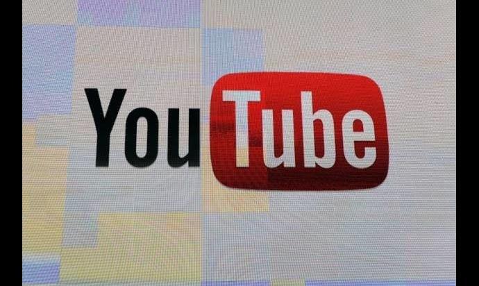 Mobilny YouTube niedawno przeszedł spory lifting /AFP