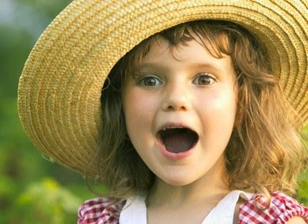 Moda dziecięca zawraca więc o dobrych kilka wieków. /ThetaXstock