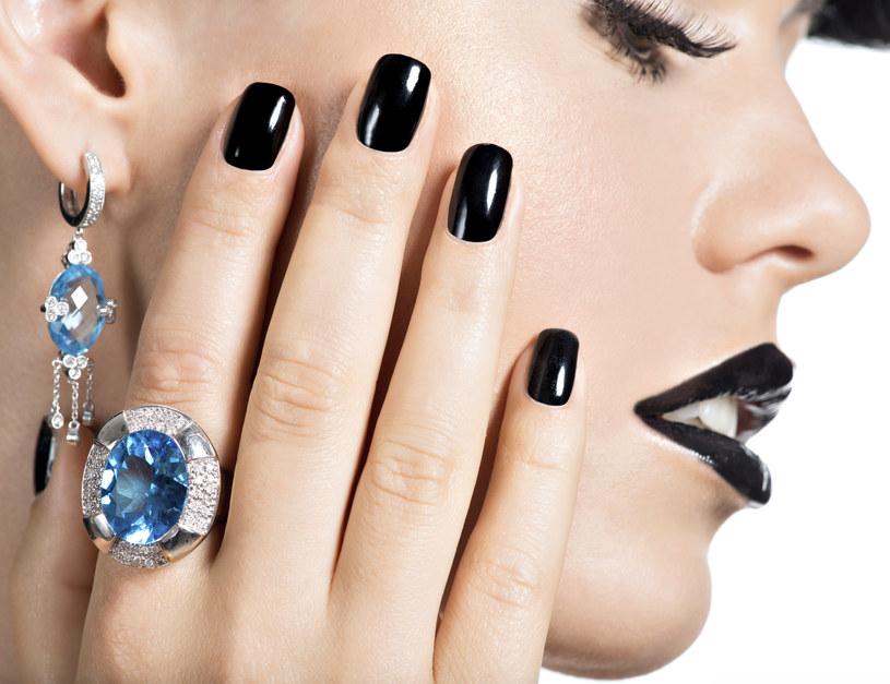 Moda na pierścionki /materiał zewnętrzny
