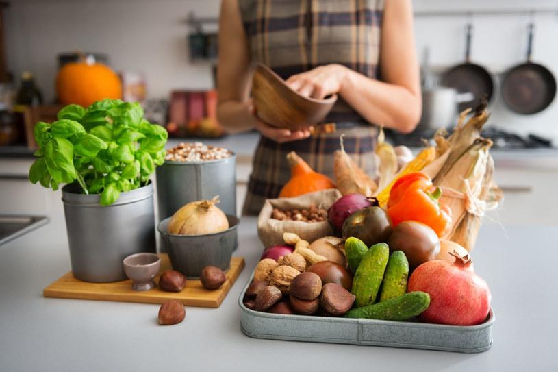 Moda na slow food trwa w najlepsze! W cenie są przede wszystkim produkty ekologiczne i zdrowe sposoby ich przygotowywania /123RF/PICSEL