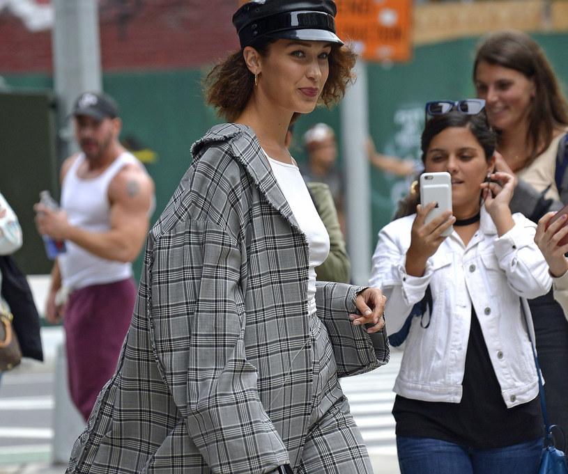Modelka Bella Hadid w najmodniejszej stylizacji sezonu /East News