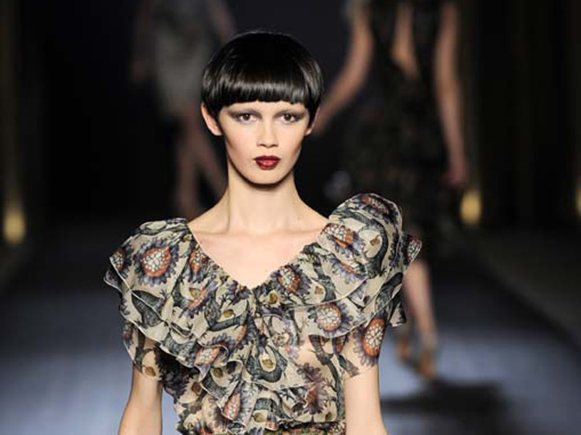 Modelka na pokazie Akhmaduliny, wiosna-lato 2010  /East News/ Zeppelin