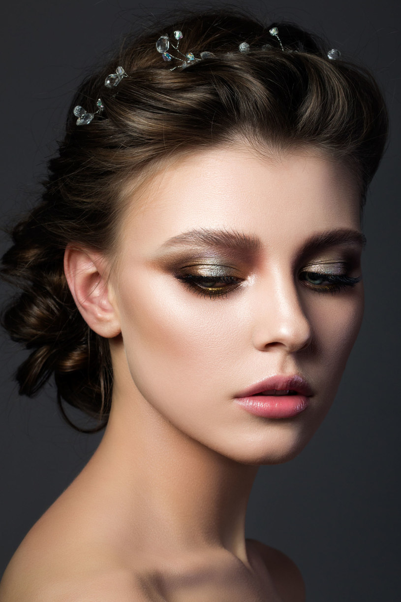 Modne fryzury - bogate zdobienia /©123RF/PICSEL