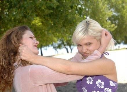 Moja grzeczna córeczka wdawała się w bójki? To niemożliwe...