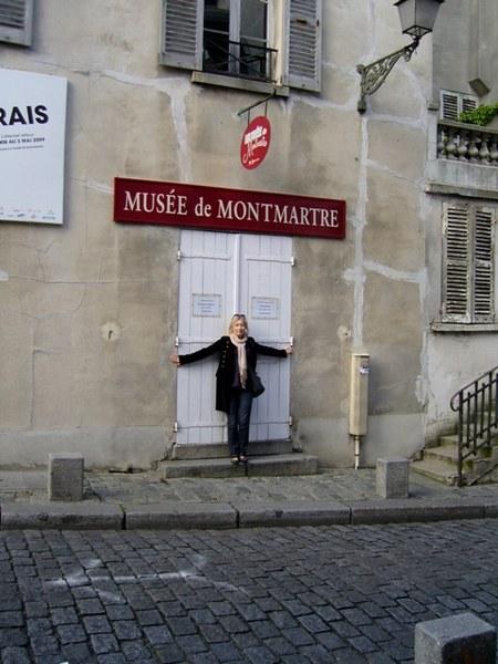 """Z lubością przenoszę się w czasie do pulsujących artystycznym życiem dni Montmartre'u. """"La bohème, la bohème, On était jeunes, on était fous""""."""