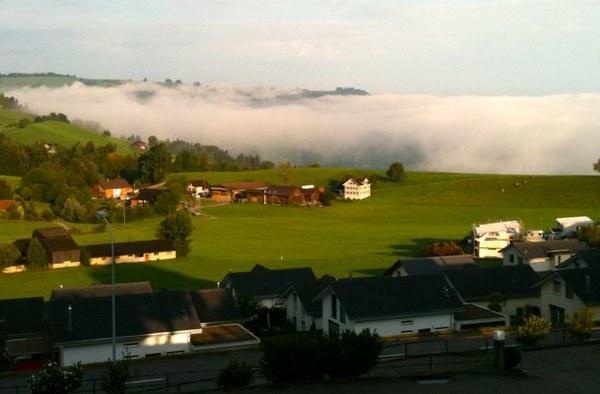 morze mgly zaczynajace sie kawalek za naszym balkonem