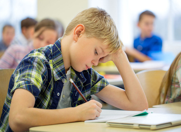 Mojemu synowi najwyraźniej nudzi się w szkole /©123RF/PICSEL