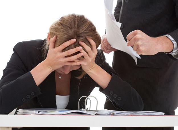 Molestować może także kobieta, jeśli na przykład radzi pracownicy, by poszła do klienta w minispódniczce /123RF/PICSEL