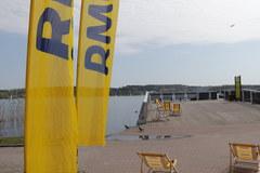 Molo w Mrągowie jest dziś żółto-niebieskie