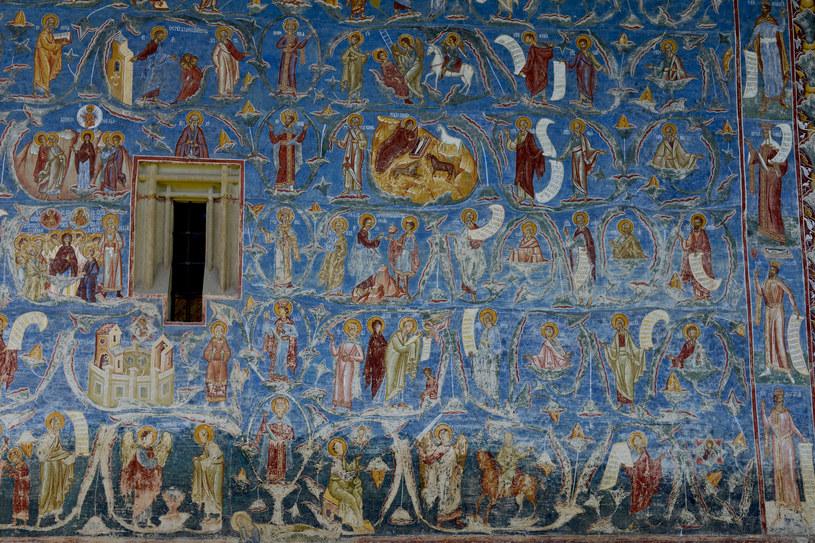 Monastyr z malowaną cerkwią pod wezwaniem św. Jerzego znajdujący się w miejscowości Voroneț w Rumunii /123RF/PICSEL
