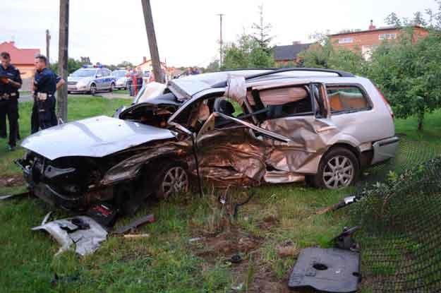 Mondeo zostało staranowane przez avensis. Toyotę kierowała 32-letnia wrocławianka /Policja
