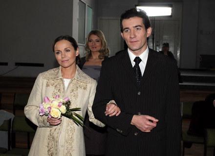 Monika Krzywkowska i Przemysław Sadowski na serialowo-ślubnym kobiercu - fot. Andrzej Szilagyi /MWMedia