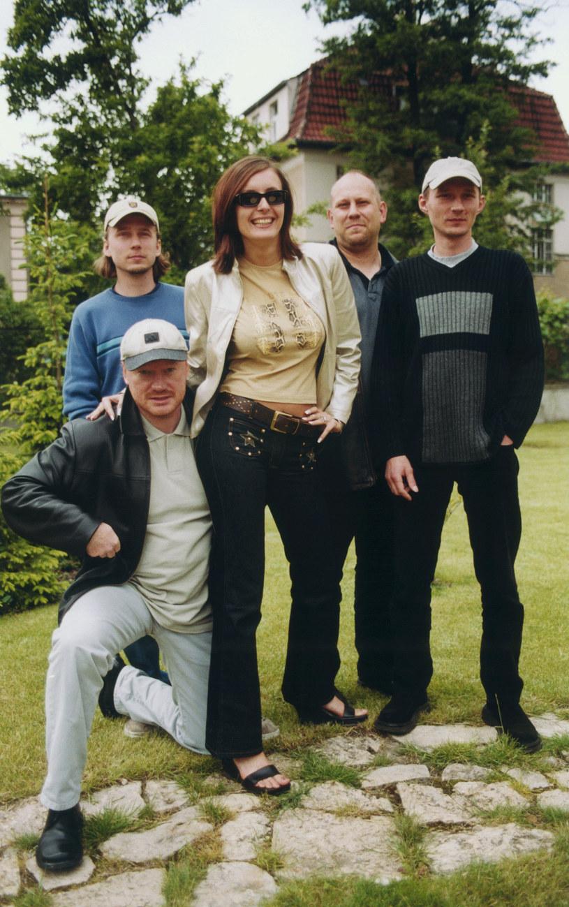 Monika Kuszyńska i zespół Varius Manx, 2001 r. /Prończyk /AKPA