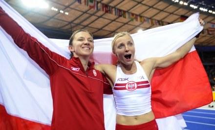 Monika Pyrek i Anna Rogowska czyli wicemistrzyni i mistrzyni świata /AFP