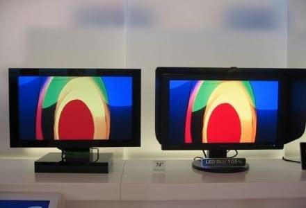 Monitor po lewej stronie posiada tradycyjnie podświetlenie CCFL, zaś po prawej LED /PCArena.pl