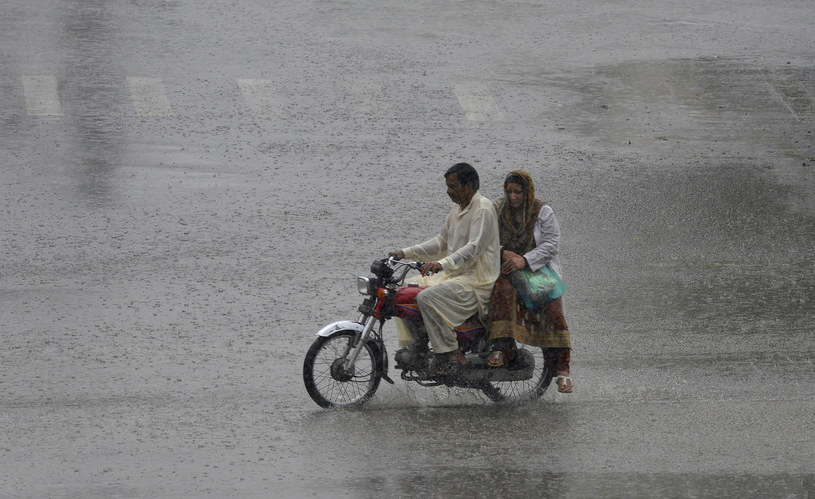 Monsunowy deszcz w Pakistanie /AFP
