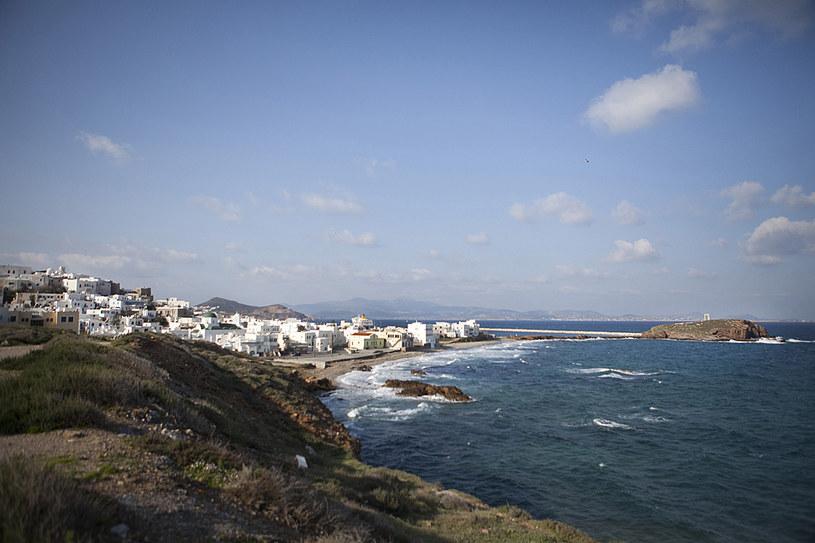 Morze Egejskie obmywa wybrzeże Naksos. Pomimo górzystej formy tereny na wyspie można znaleźć wiele urokliwych zatoczek /fot. Eirini Vourloumis /The New York Times Syndicate