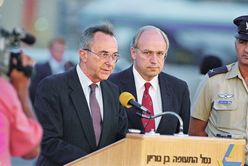 Moshe Arens (z lewej) w 1991 r. /ASSOCIATED PRESS/FOTOLINK  /East News