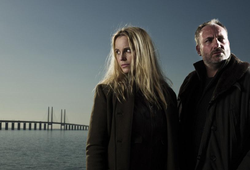 """""""Most nad Sundem"""": Martin (Kim Bodnia) musi dogadać się z Sagą (Sofia Helin), by wspólnymi siłami złapać mordercę grasującego na terenie Danii i Szwecji. /materiały prasowe"""