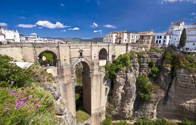 Most w mieście Ronda /123/RF PICSEL