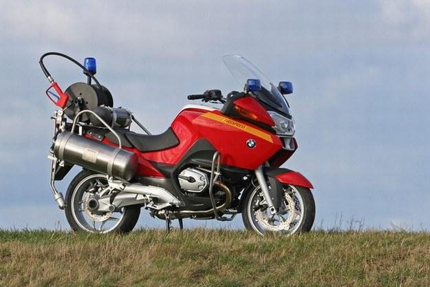 Motocykle mają po dwa 25 litrowe zbiorniki na wodę i pianę gaśniczą /