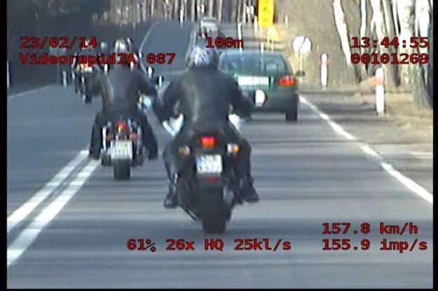 Motocykliści w akcji /Policja