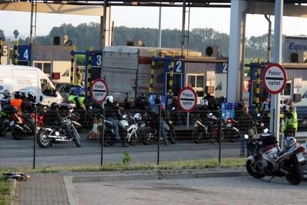Motocykliście na bramkach /RMF