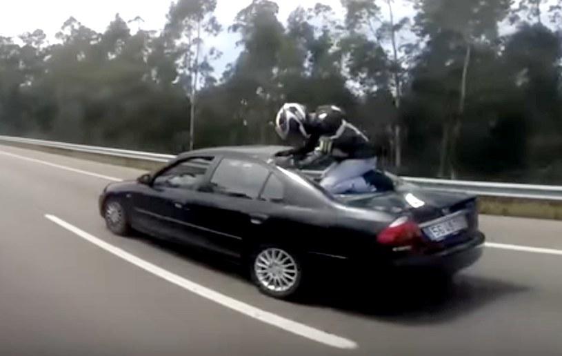 Motocyklista wyszedł z wypadku bez szwanku /