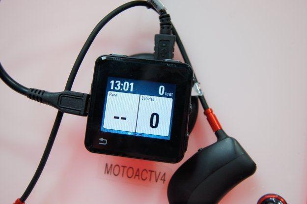 Motorola ACTV wygląda niemal jak iPod Nano, ale potrafi więcej /INTERIA.PL