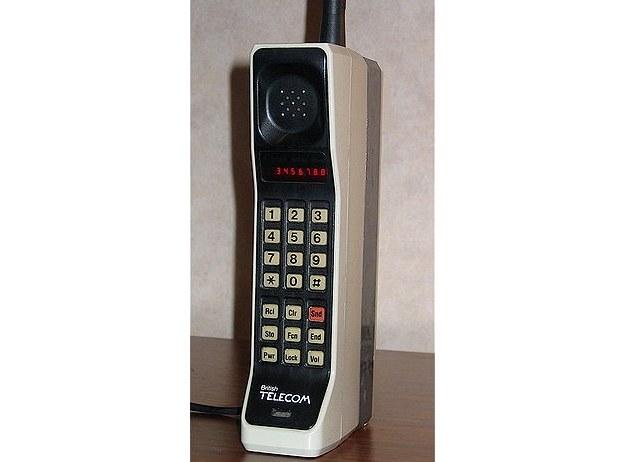 Motorola DynaTAC 8000X /materiały prasowe