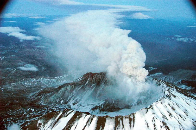 Mount St. Helens należy do pasma wulkanów położonych równolegle do pasma Gór Kaskadowych między Kalifornią i Kolumbią Brytyjską. /AFP