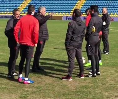 """Mourinho nie wierzy, że zagrają na """"czymś takim"""". Wideo"""
