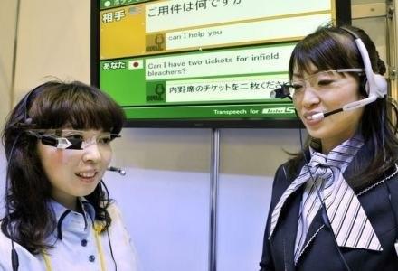 """Mówisz, a okulary tłumaczą nam wszystko """"na żywo"""" /AFP"""