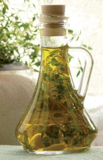 Możemy wykorzystywać ulubione rodzaje przypraw, łącząc je z oliwą lub octem balsamicznym /materiały prasowe