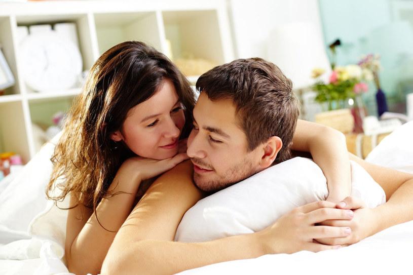 Możesz mieć szczęśliwy i udany związek - powstrzymaj się jednak od zbytniej wylewności /123RF/PICSEL