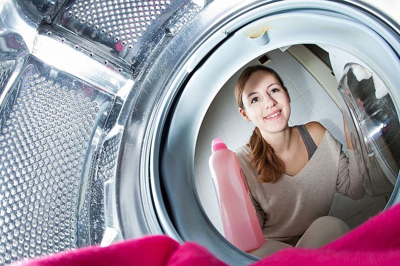 Możesz prać taniej i wydajniej nie szkodząc środowisku /©123RF/PICSEL
