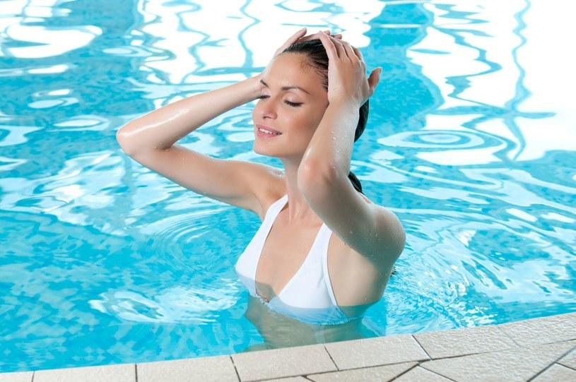 Możesz uniknąć problemów po kąpieli w basenie /©123RF/PICSEL