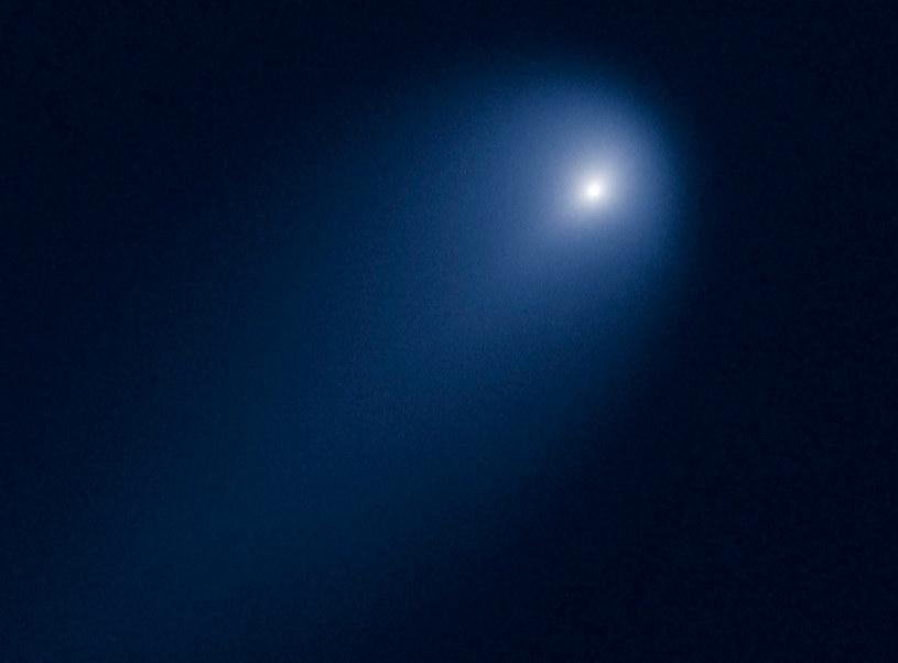 Możliwe, że kometa ISON zaczęła się rozpadać po zbliżeniu do Słońca /AFP