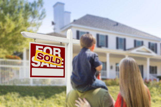Można sprzedać mieszkanie przed upływem 5 lat od śmierci współmałżonka i nie zapłacić z tego tytułu podatku. /123/RF PICSEL