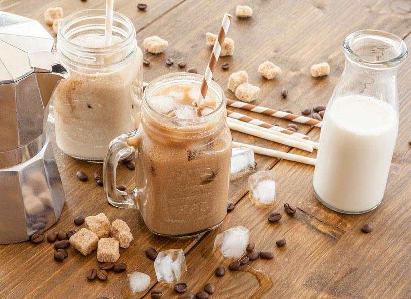 Mrożoną kawę lepiej przygotować samodzielnie /123RF/PICSEL
