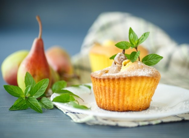 Muffinki z gruszką - smaczne i lekkie /123RF/PICSEL