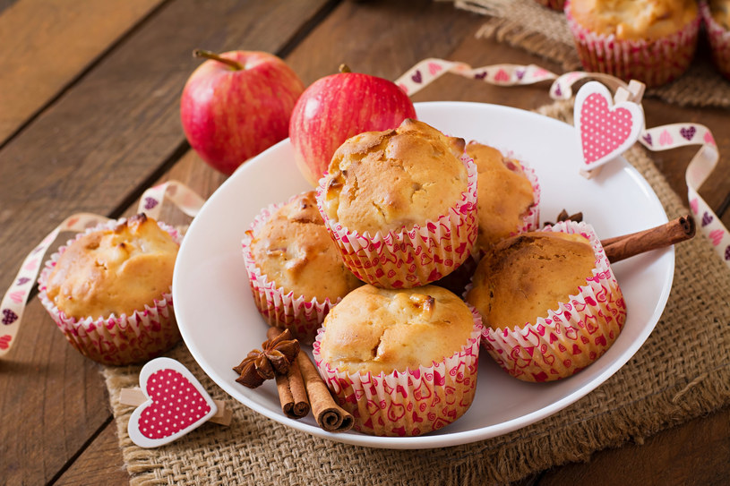 Muffiny z jabłkami /123/RF PICSEL