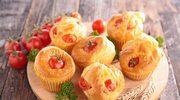 Muffiny z żółtym serem i szynką