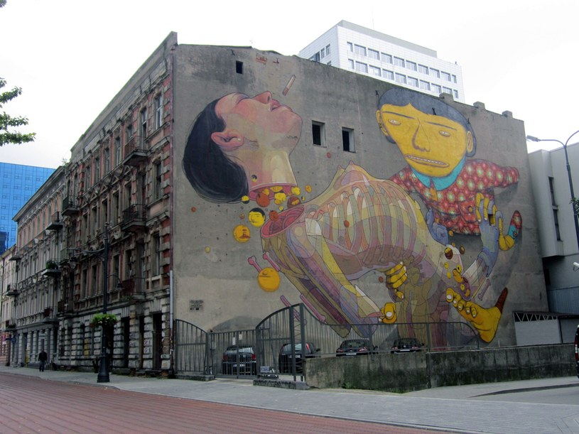 Mural przy ul. Roosevelta 5 (autorzy: OS GEMEOS/ARYZ) /Ewelina Karpińska-Morek /INTERIA.PL