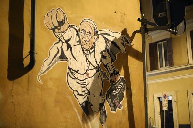 Papie franciszek jako superman ciekawostki w rmf24 for Mural z papiezem franciszkiem