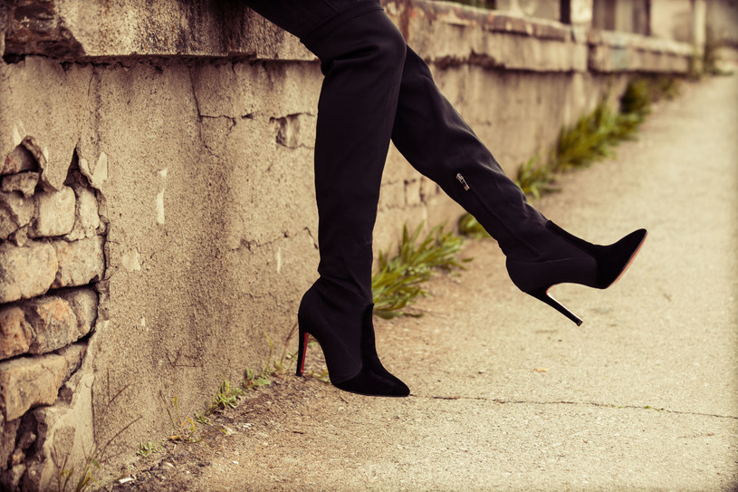Muszkieterki to jedne z najchętniej kupowanych butów na jesień /123RF/PICSEL