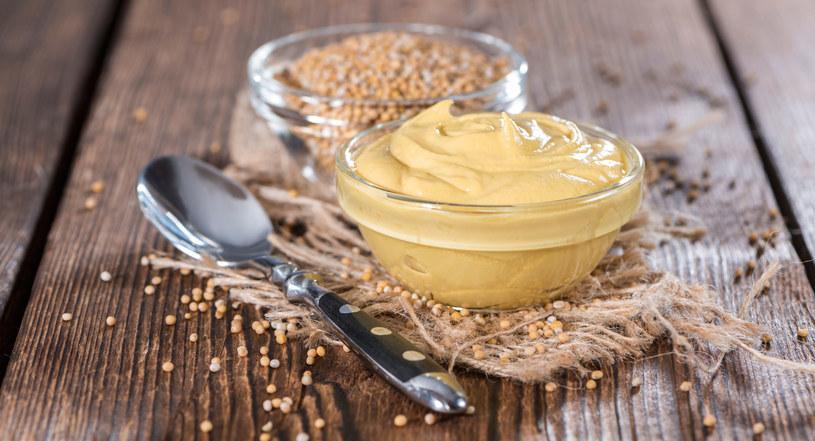 Musztarda stanowi świetną alternatywę dla masła /123RF/PICSEL