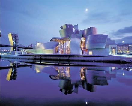 Muzeum Guggenheima, które zaprojektował Frank O. Gehry zupełnie odmieniło Bilbao /EchoMiasta_Łódź